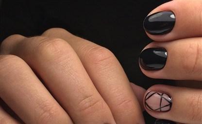 Модный черный маникюр на короткие ногти тенденции 2021 фото