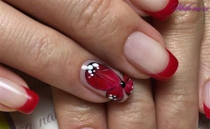 Французский маникюр с бабочкой