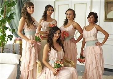 Прическа для подружки невесты на свадьбу фото свадебных