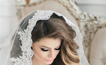Свадебные прически с фатой 8 модных тенденций