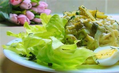 Салат из трески горячего копчения с картофелем классический