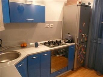 Можно ли ставить холодильник рядом с плитой на кухне 10